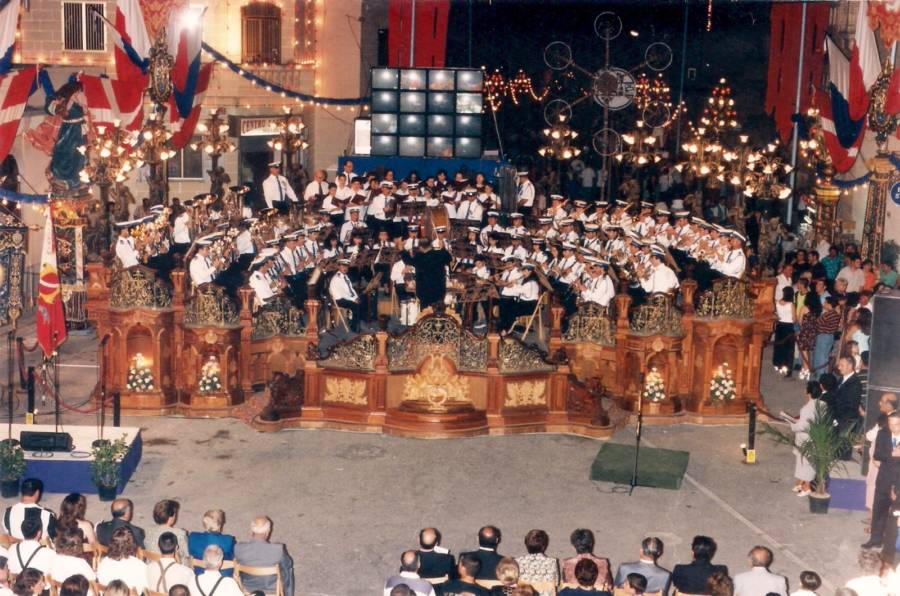 An innovative concert was held on the eve of the Feast of Our Lady of the Lily 1998. Themed Voyage 400